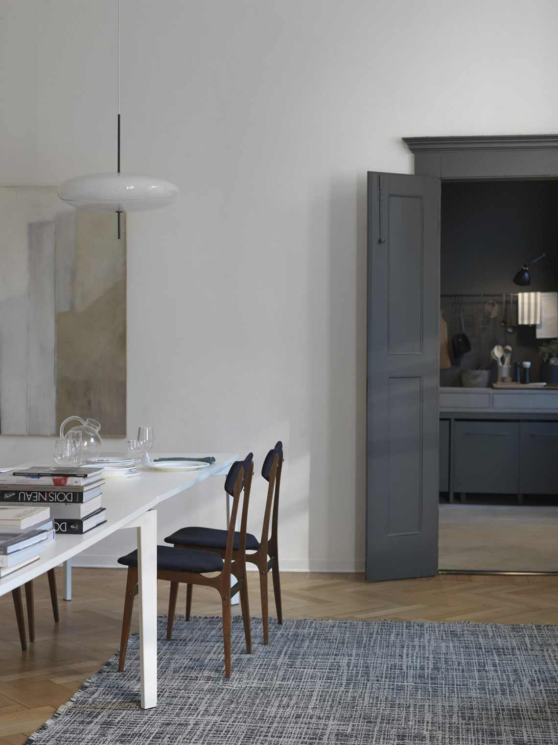 Stunning Como apartment with a dark kitchen - via Coco Lapine Design blog