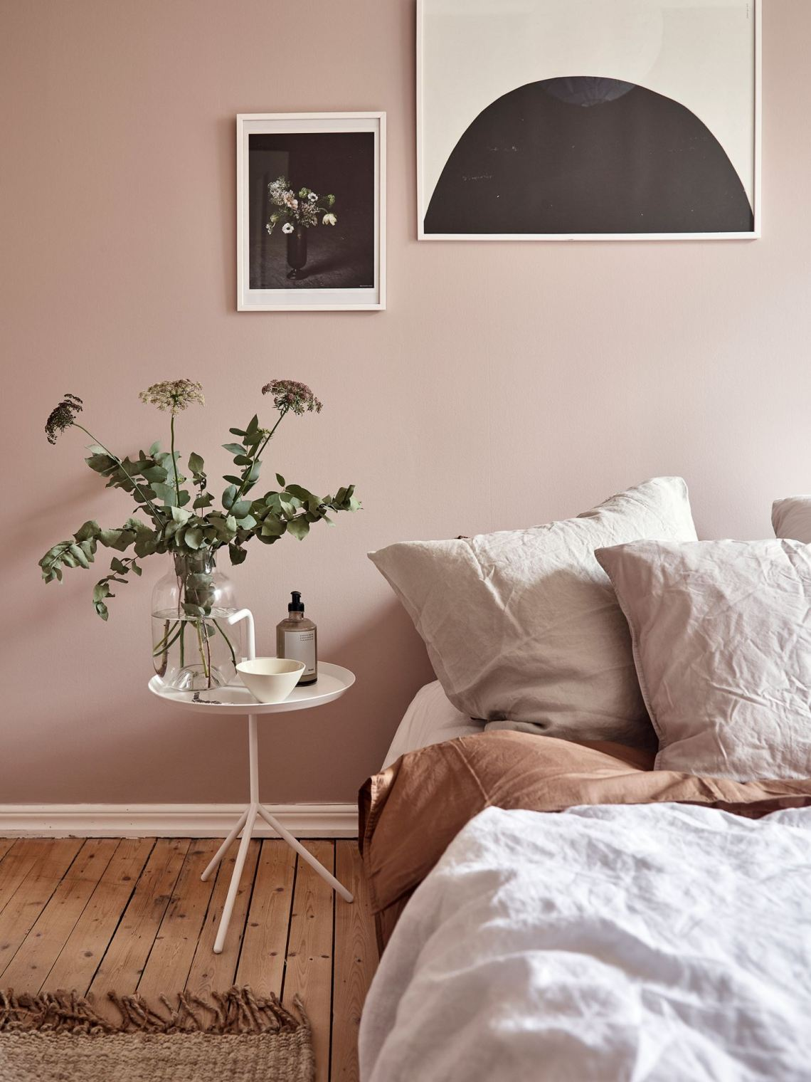 Dusty pink bedroom walls