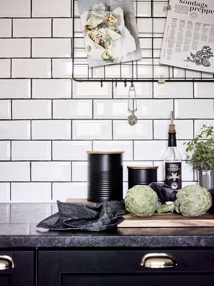Black kitchen with a rustic look - via Coco Lapine Design blog