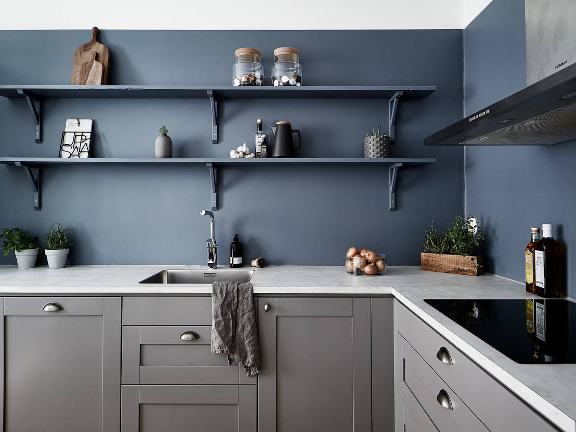 Kitchen in warm grey and petrol blue