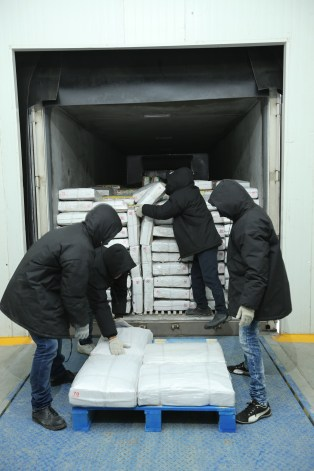 Unloading of the product at the docking area in the ColdStar warehouse