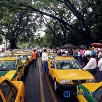 Taxistas de Colima se unirán a paro nacional indefinido contra Uber y Chofer PRO