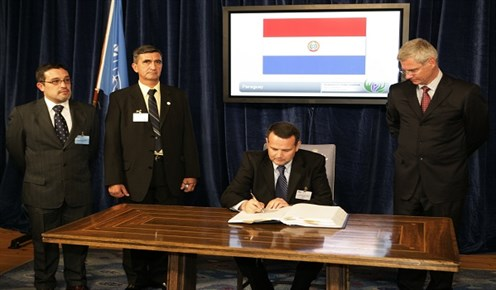 Paraguay durante la firma de la Convención en Oslo, diciembre de 2008 Foto: Gunnar Mjaugedal/catchlight.no