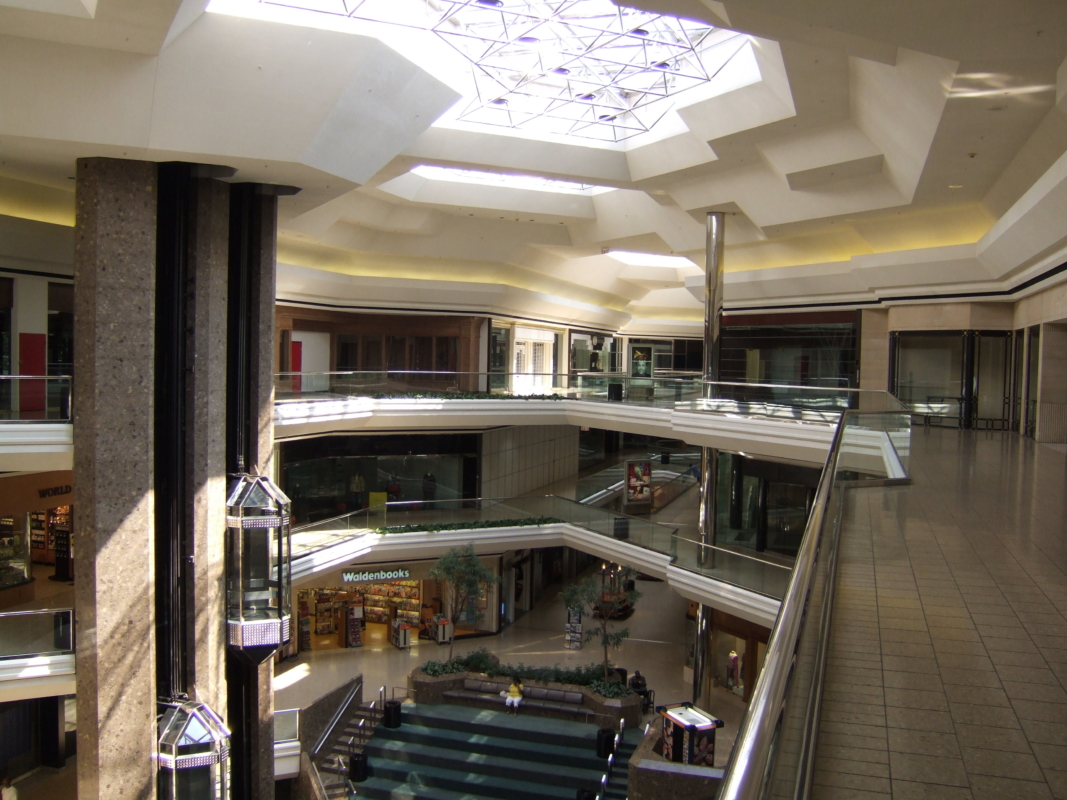 7 Stores And Shopping Centers Anyone Who Grew Up In Columbus Remembers And Loves