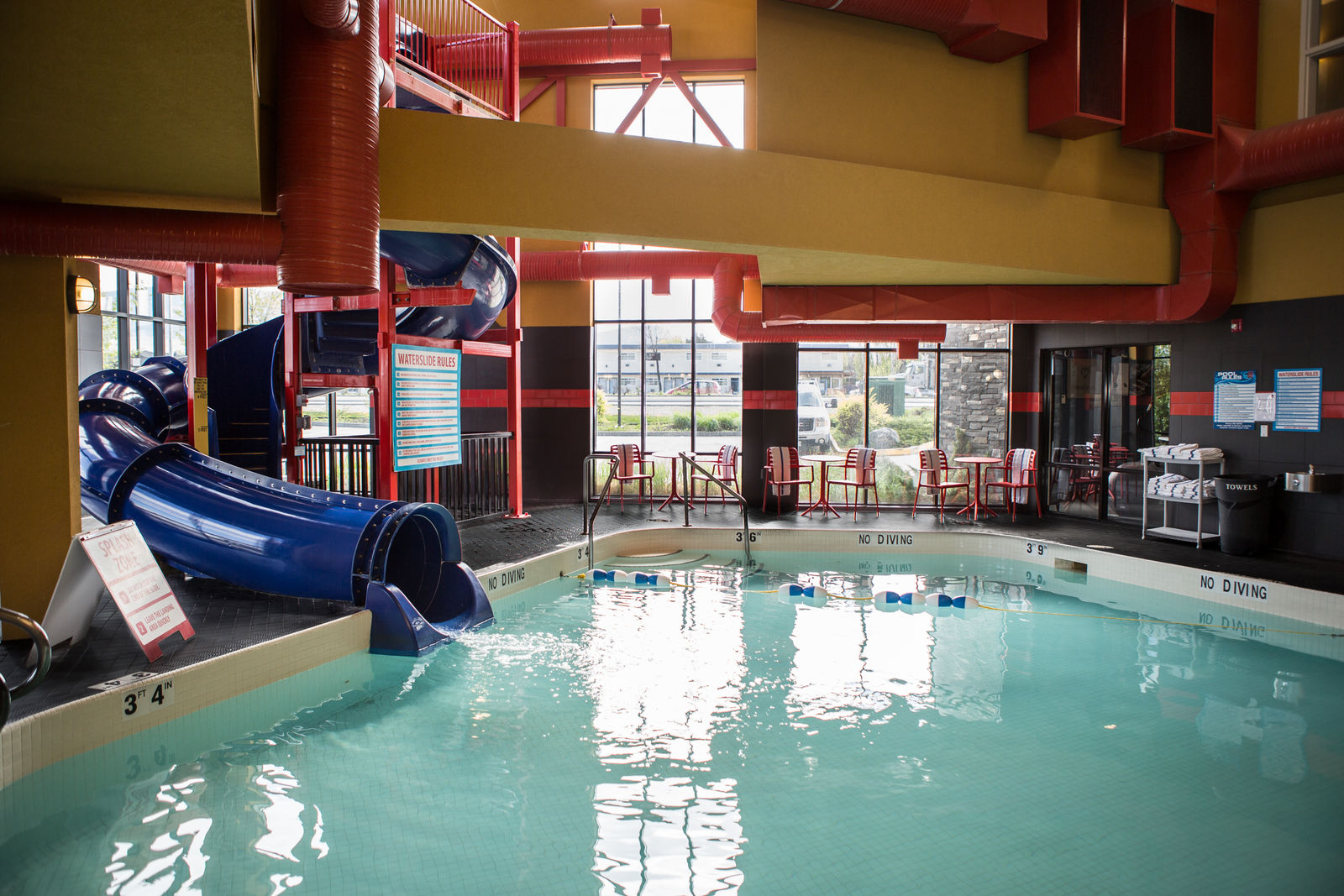 Jacuzzi Pool And Spa Kelowna Kelowna Hotel With Waterslide And Indoor Pool Comfort