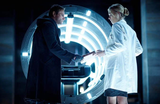 Aaron Eckhart and Yvonne Strahovski in I, Frankenstein