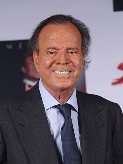 Compare Julio Iglesias Sr. height, weight, eyes, hair color with other celebs