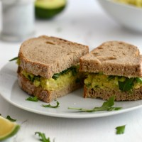 Sandes de grão e abacate