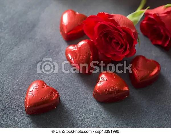 Rosas, corazones, fondo rojo, chocolate Gris, chocolate, rosas - rosas y corazones