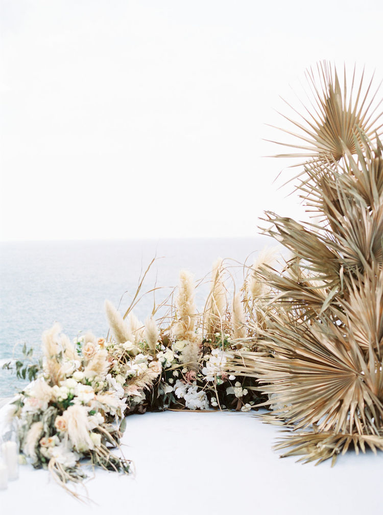 Plan Palette Tropical Elegance: Dried Flowers + Pampas Grass Wedding