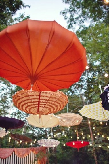 Entertaining inspiration 12 creative garden party ideas for Decor umbrellas