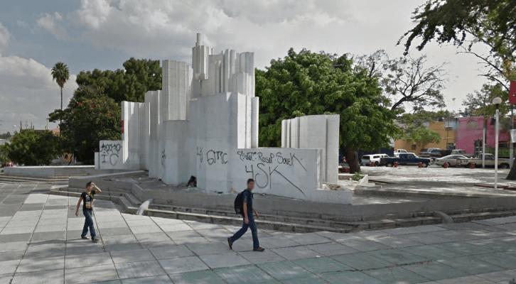 escultura plaza del federalismo