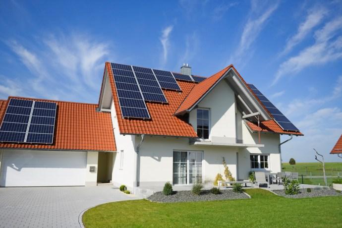 SolarPoweredHouseFrontLawn