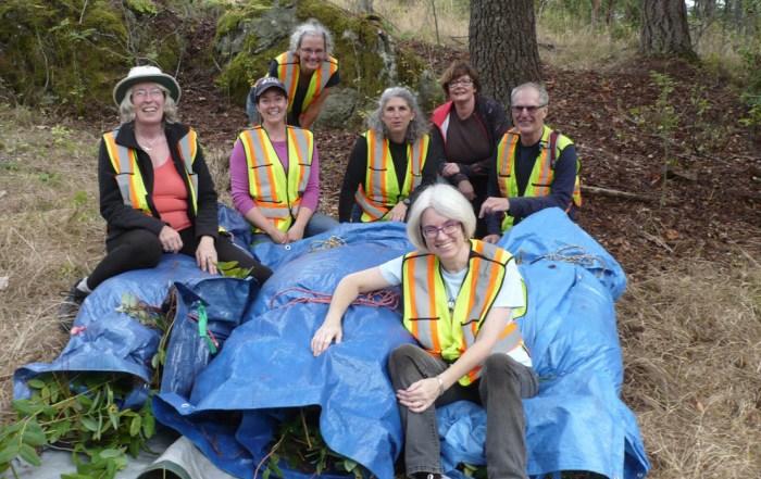 p1050502-atkins-road-volunteers-credit-doreen-1240x700