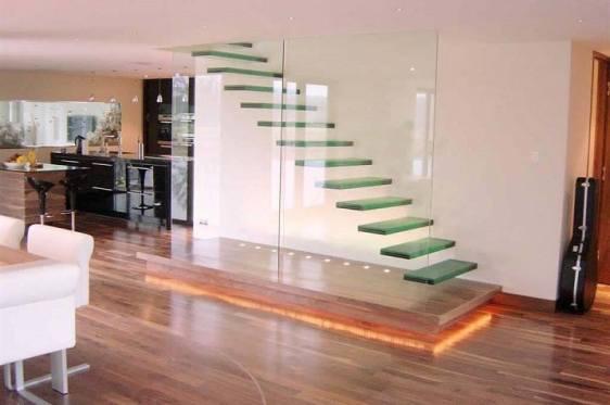 Escada moderna e elegante de vidro