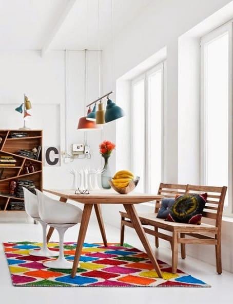 tapete geometrico colorido na sala de jantar
