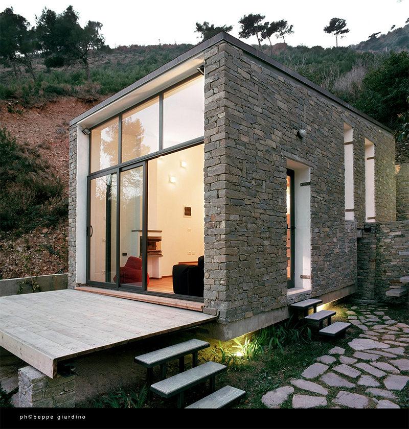 17 ideias de fachada para casas pequenas veja fotos for Casa moderna rustica