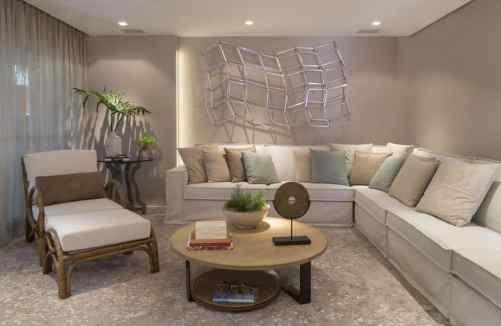 sala de estar com mesa de centro redonda e sofa de canto