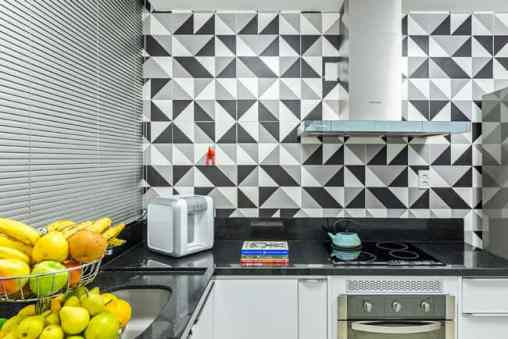 Revestimento eliane preto e branco na cozinha