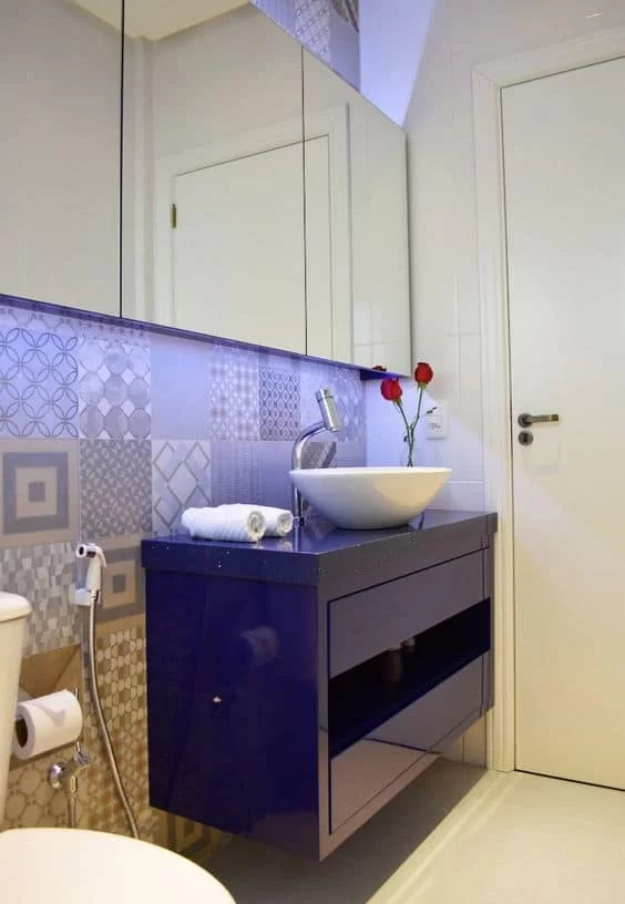 16 Ideias de Decoração com móvel colorido no banheiro Fotos -> Banheiros Modernos Azul