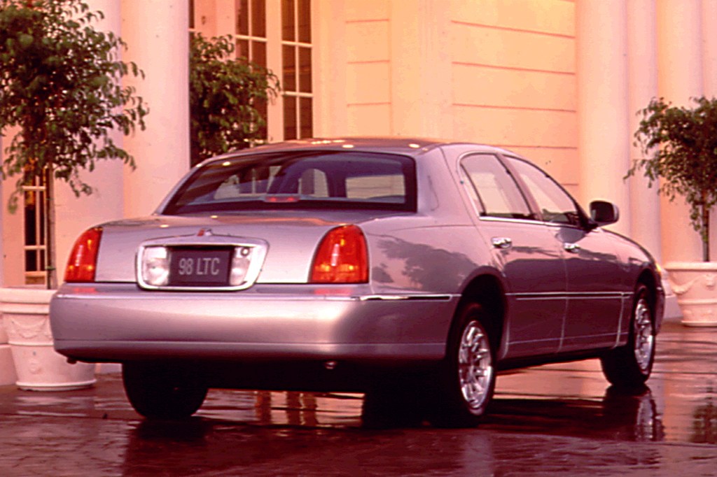 1998-02 Lincoln Town Car Consumer Guide Auto