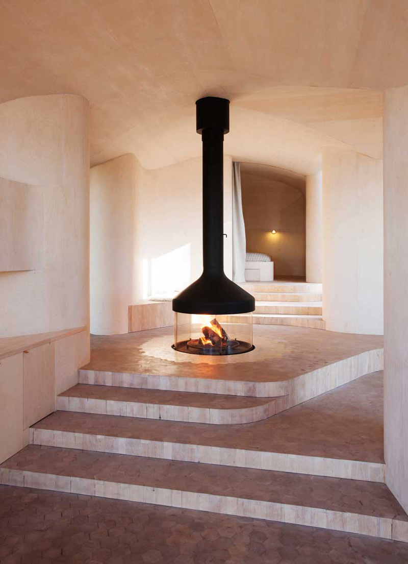 Herbstdeko Pinterest 9 Examples Of Freestanding Fireplaces That Make A Statement