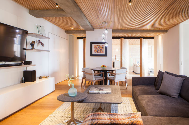 Decke Dekorieren An Elegant Apartment With A Wood Slat Ceiling | Contemporist