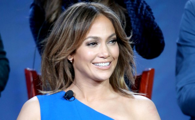 Jennifer Lopez Beautifully Sings 'ain't No Mountain High Enough' In