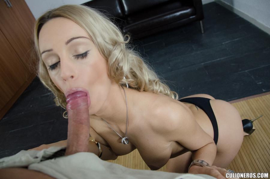 gorgeous girls sucking long dicks