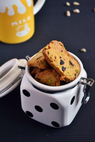 Pistachio cranberry shortbread recipe | Eggless pista cookies recipe