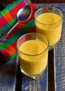Mango-almond-milkshake