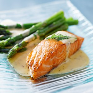 Salmon fillet with asparagus and yellow sauce