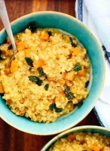 This roasted butternut risotto tastes heavenly and hardly requires any stirring! cookieandkate.com