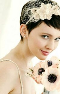 wedding hairdos for short hair with bangs