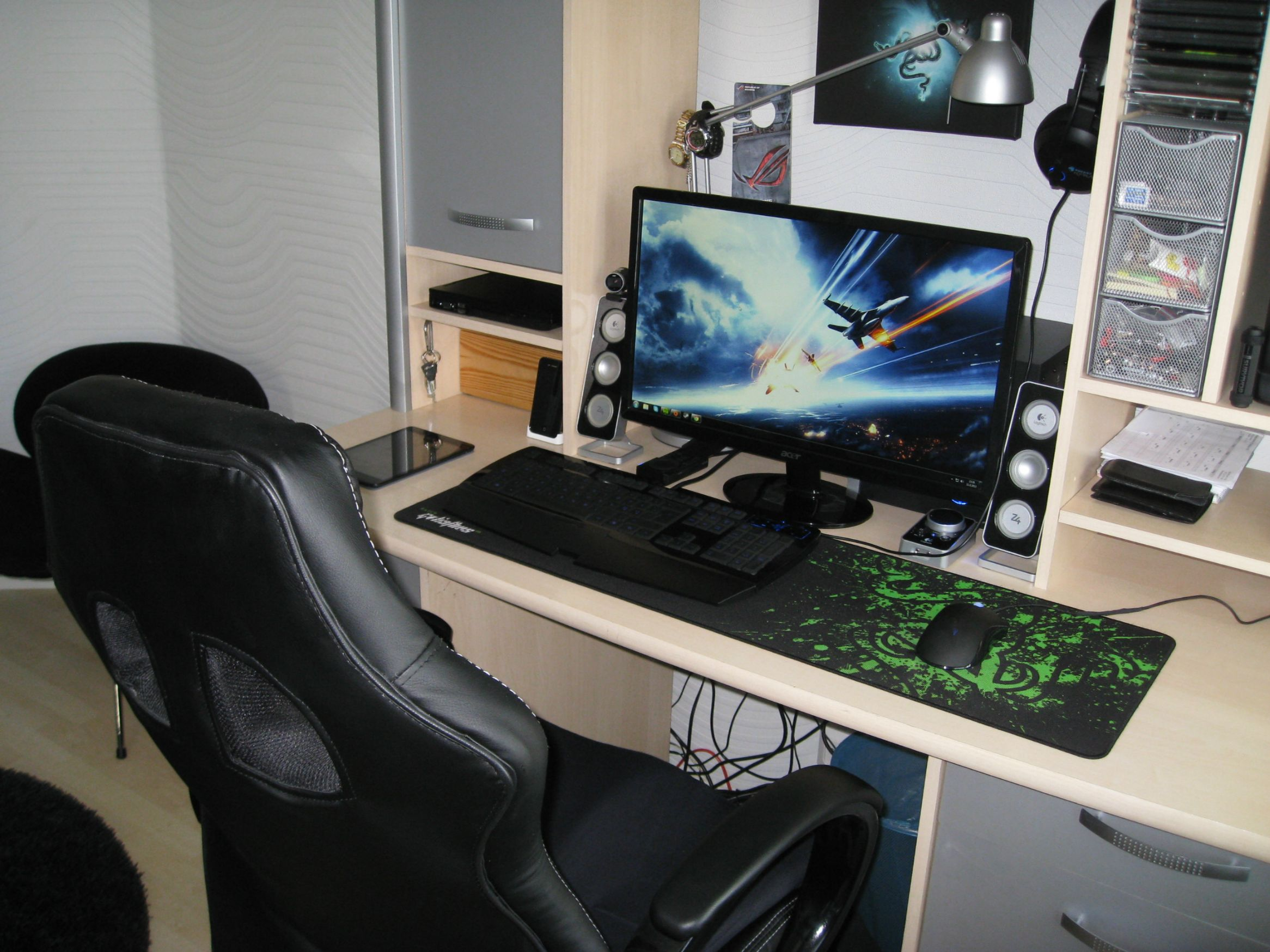 Bad Pc Setup Cool Computer Setups And Gaming Setups
