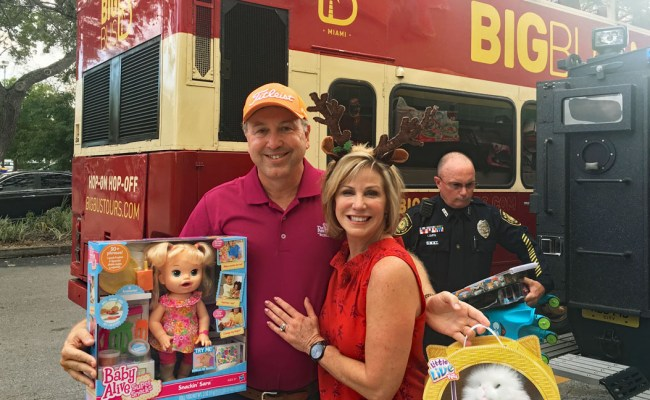 Local 10 S Big Bus Toy Express Makes Scheduled Stop In