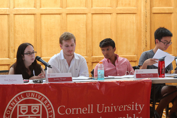 Students and S.A. members debate the discontinuation of the Economics department's CPT program at Thursday evening's SA Meeting.