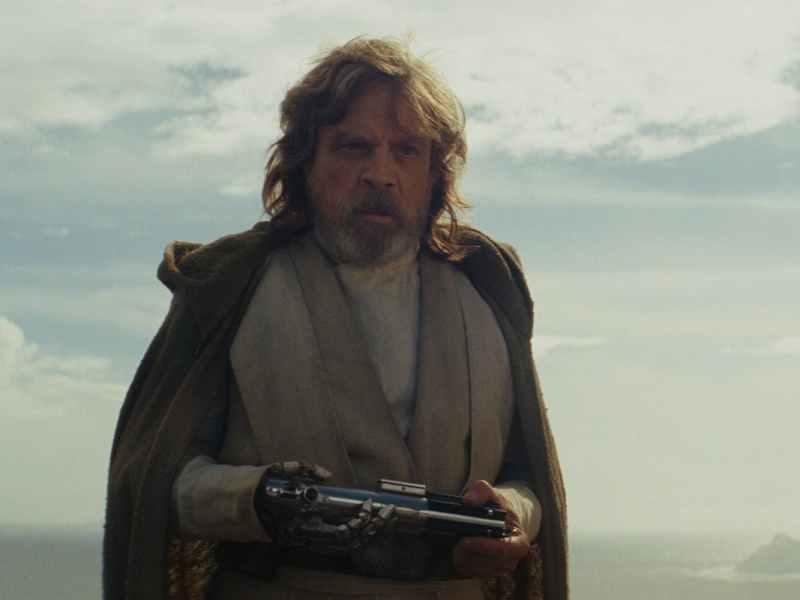 Star-Wars-the-Last-Jedi-Luke-With-Skywalker-Lightasber