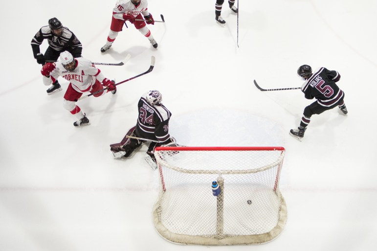 Cornell's No.1 hockey team extended its winning streak on Friday, edging out Union 4-3.