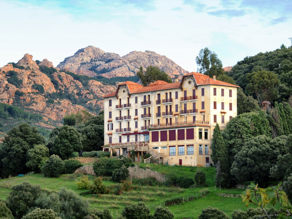 Les Roches Rouges Hotel Les Roches Rouges In Piana