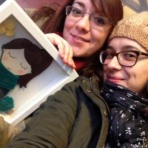 Esther y Marisa con regalos.001