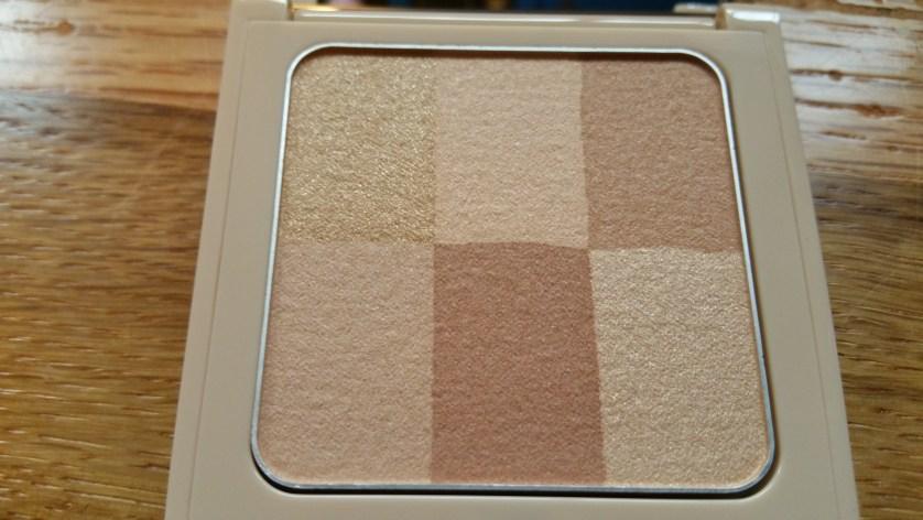 Bobbi Brown Nude Finish Illuminating Powder - Buff