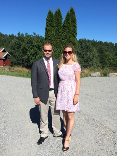 Uppklädda för F och Ts bröllop.