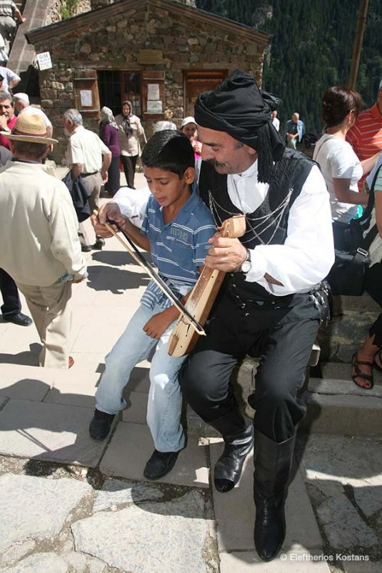 Pontian Singer and Lyra Player Charalampos Pataridis passes