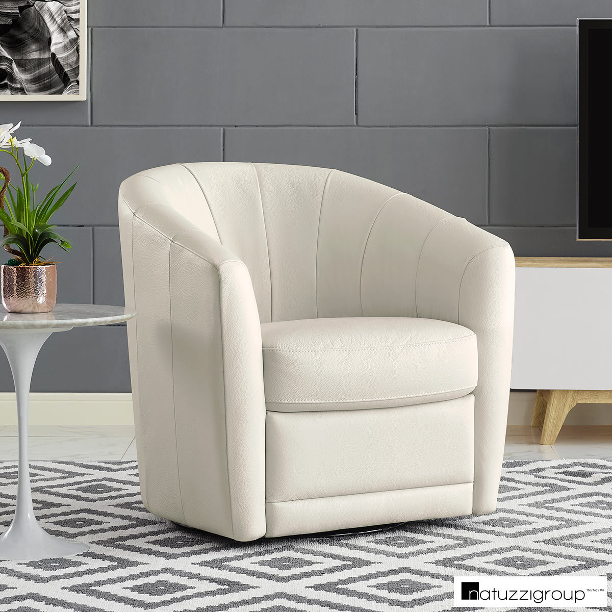 Accent Chairs At Costco Natuzzi Cream Leather Swivel Accent Chair Costco Uk