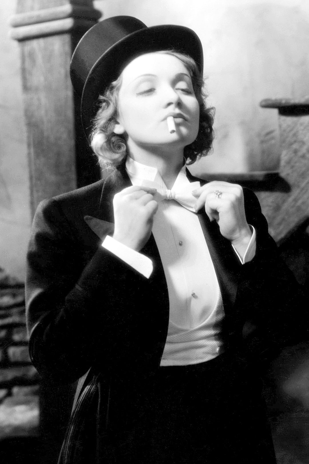 Audrey Hepburn Cappello Its A Mans World Marlene Dietrich And Her Cross