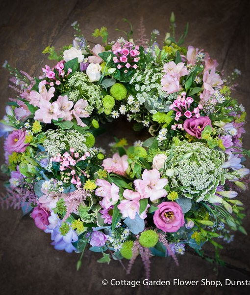 cottage garden wreath the cottage garden flower shop dunstable 39 s original florists. Black Bedroom Furniture Sets. Home Design Ideas