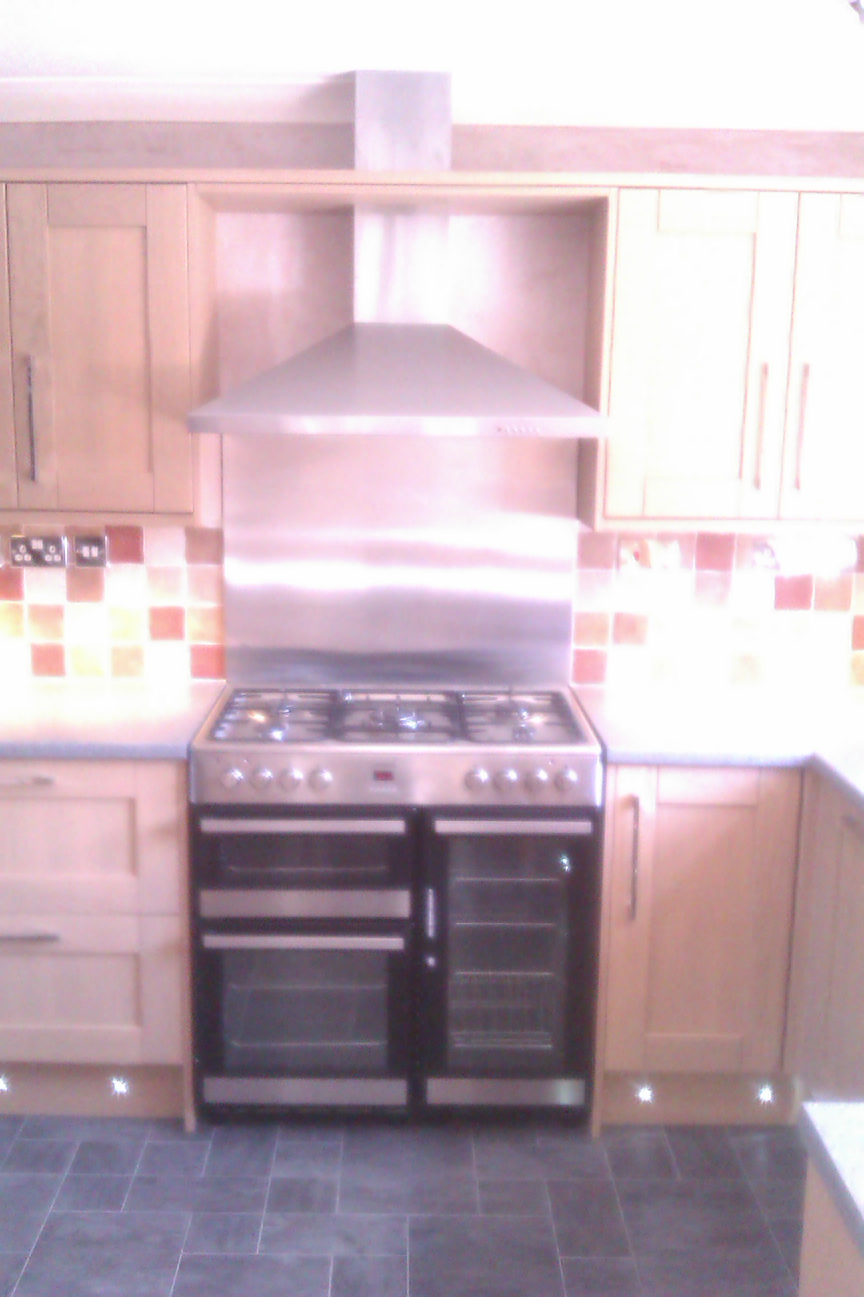 Stainless Steel Splashback Howdens Lamona 900mm Wide Oven With Stainless Steel Splashback