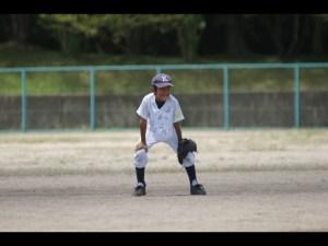 少年野球守備中