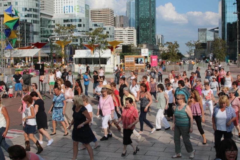 Cet été, la Défense Danse avec Chatswing